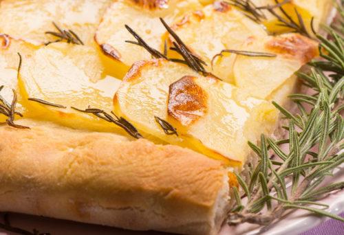 Pizza con le patate e rosmarino