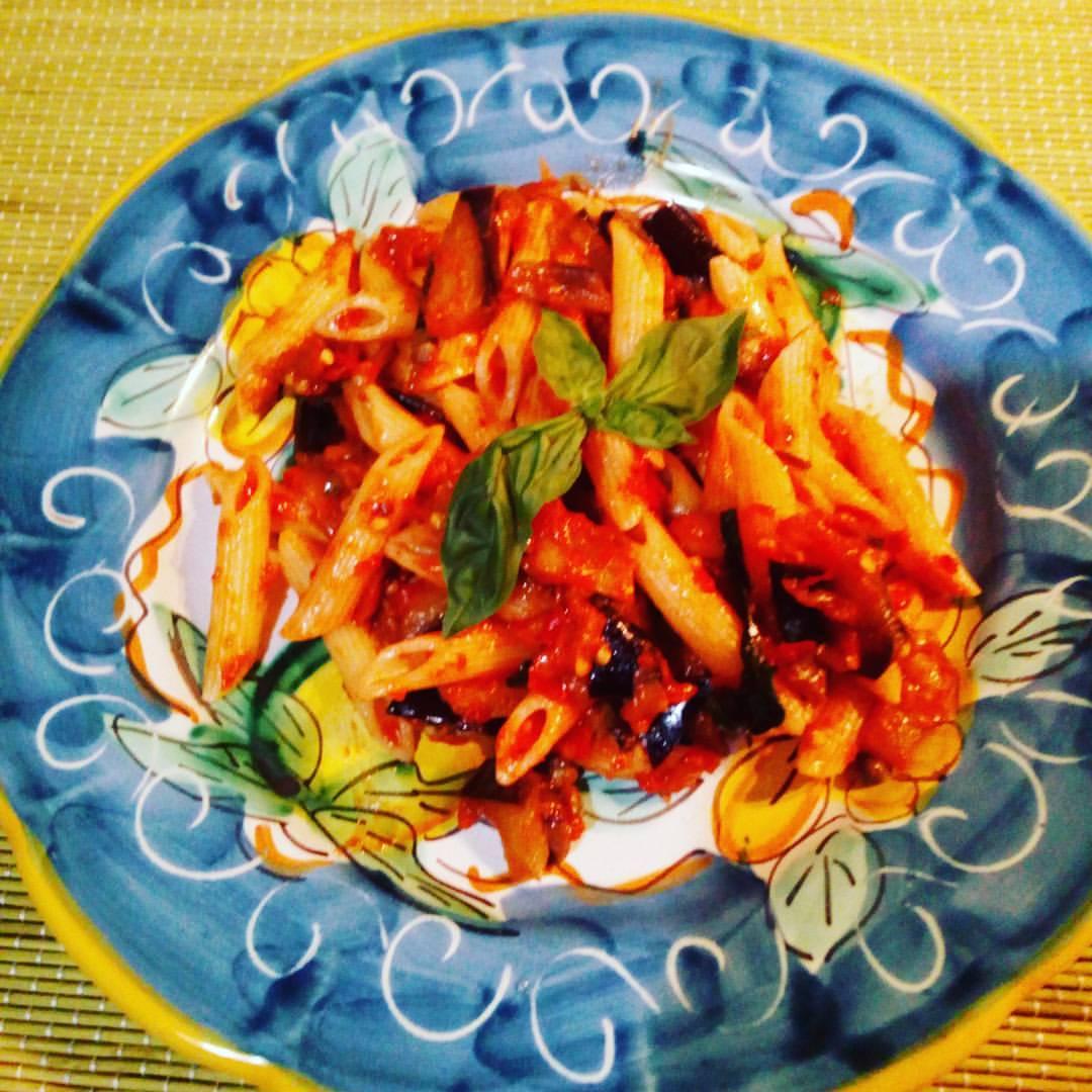 Pasta con pomodoro e olive